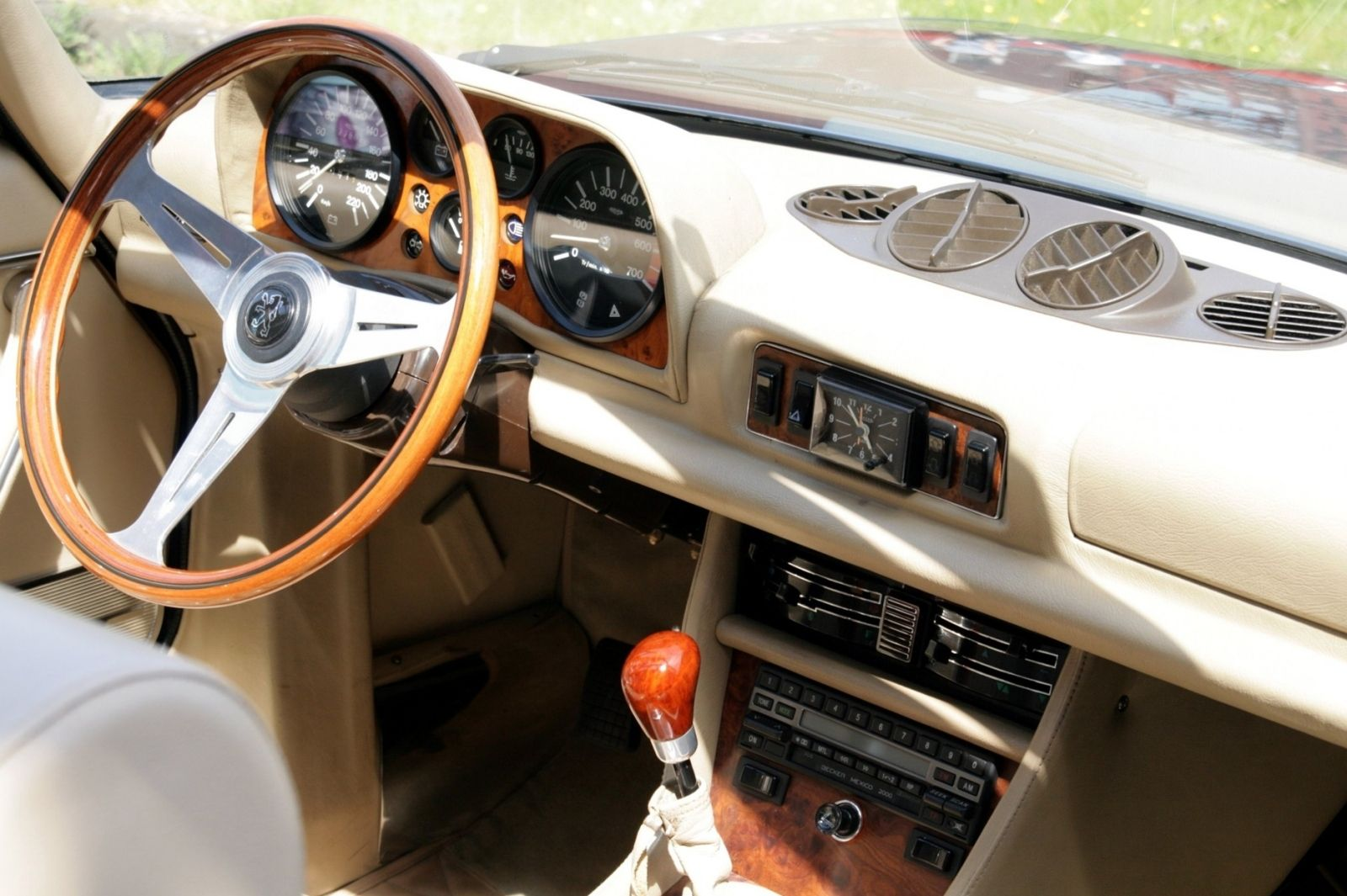 Peugeot 504 cabriolet car for sale today for Interieur 504 coupe